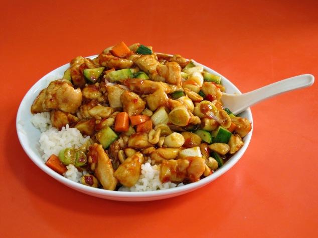 עוף קונגפאו על אורז