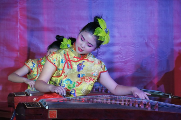 playing_guzheng