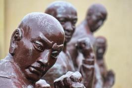 פסלים במנזר שאולין