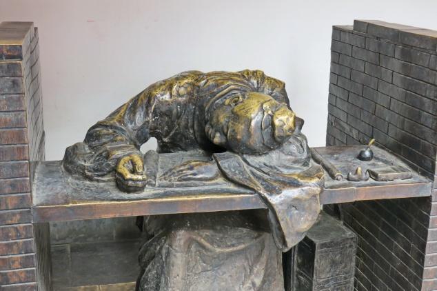 sleeping_statue