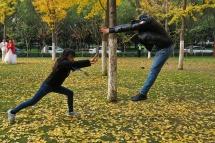 גאן מו ממונגוליה ושה-שואן מדרום קוריאה משחקים בפארק